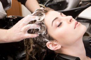 Kopfhaut waschen