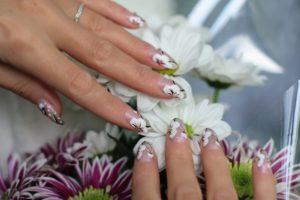 Blumenmuster Nailart