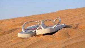 flipflops-im-sand