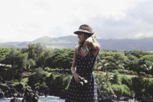 Frau mit Sommerkleidung