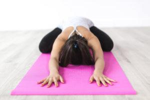 Yoga auf einer Matte