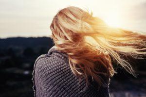 lange Haare mit Wellen