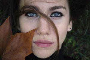 blasse Haut und Lippen