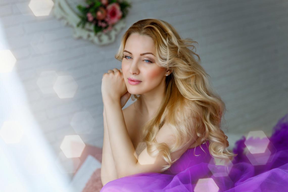 Locken-blondes-Haar