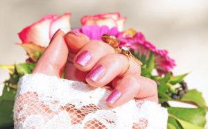 Rosa Fingernägel