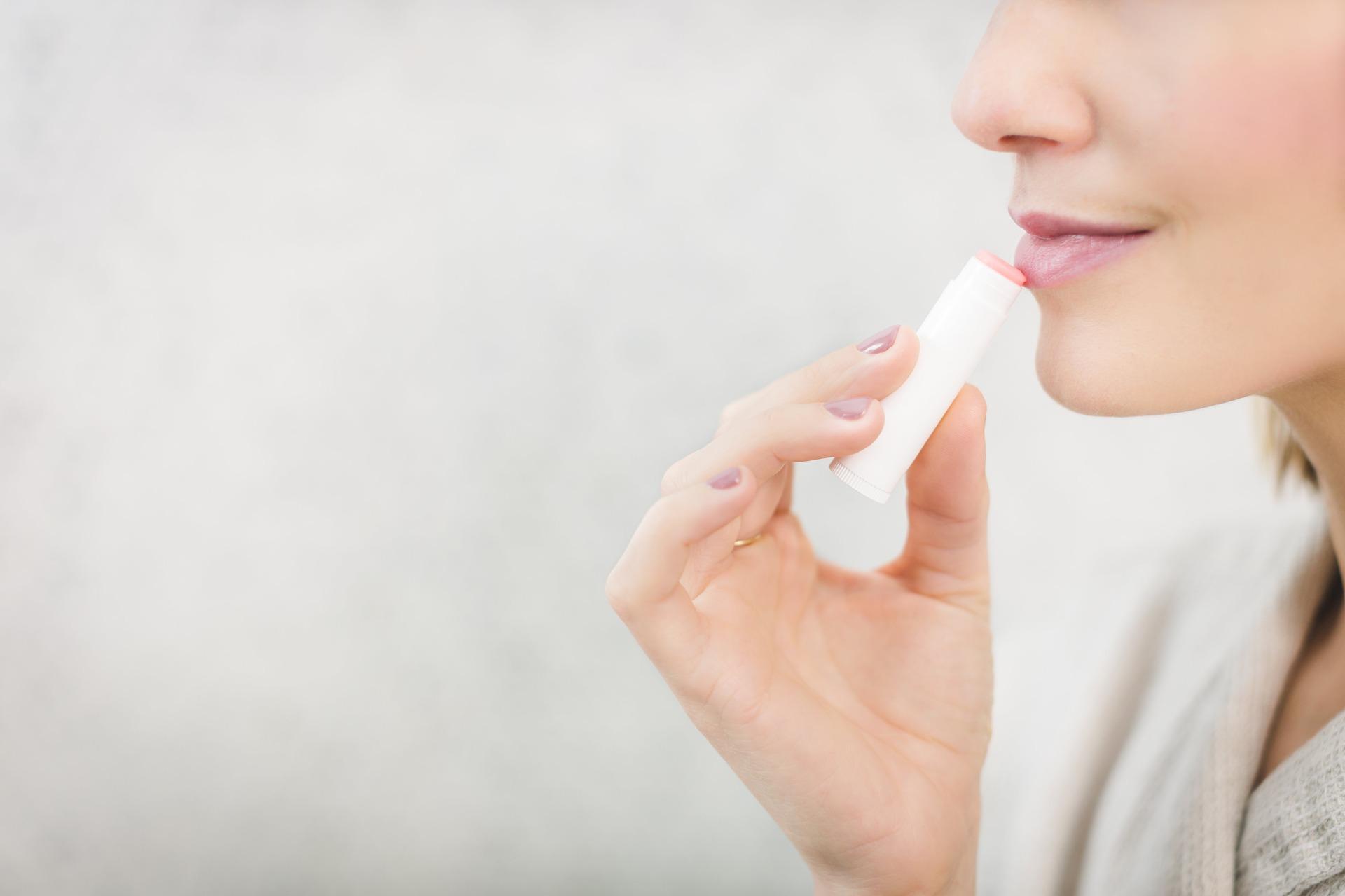 Photo of Glänzende Oil Lips statt klebriger Lipgloss: Lippenöl braucht aktuell jede Frau