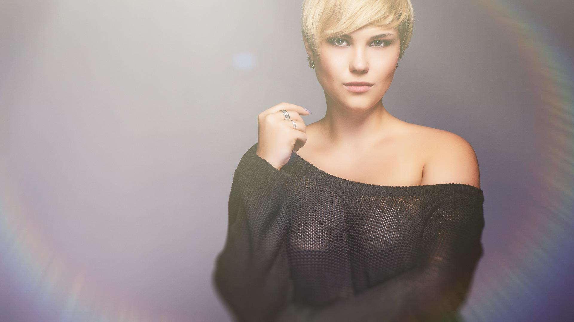 Photo of Cropped Pullover: Kurze Oberteile bis knapp unter der Brust sind angesagt
